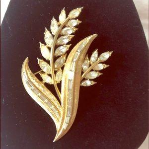 Pin / brooch
